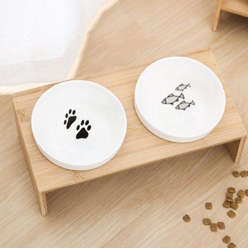 Raised dog bowls detail